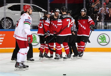 Dominant Canada advances